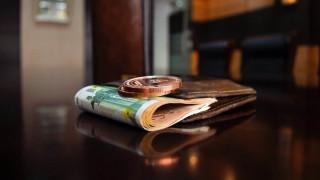 Τέλη κυκλοφορίας, φόρος εισοδήματος και ΕΝΦΙΑ: Τι πρέπει να πληρώσουμε μέχρι τέλος του έτους