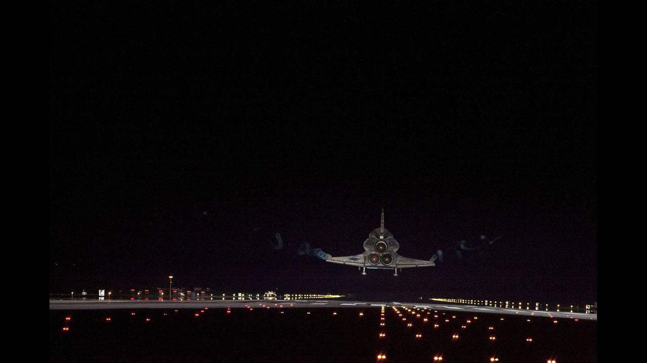 https://cdn.cnngreece.gr/media/news/2018/11/30/156552/photos/snapshot/space-shuttle-endeavour-619939_1280.jpg