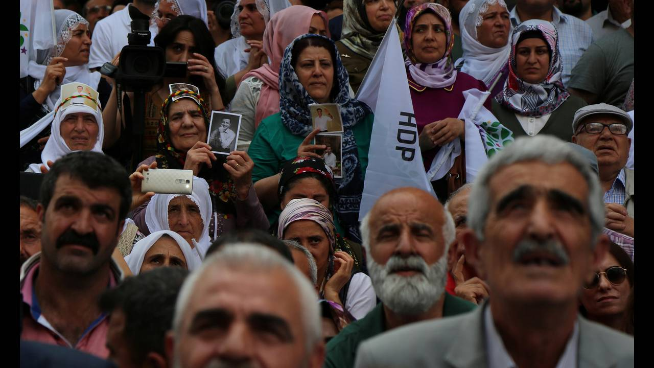 https://cdn.cnngreece.gr/media/news/2018/11/30/156574/photos/snapshot/2018-05-24T135520Z_1794607521_RC123F7F6A20_RTRMADP_3_TURKEY-ELECTION-HDP.jpg