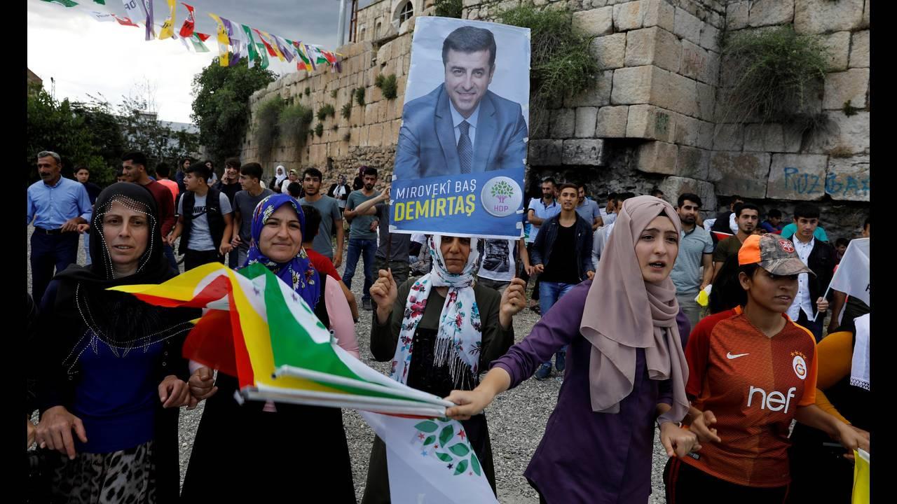 https://cdn.cnngreece.gr/media/news/2018/11/30/156574/photos/snapshot/2018-06-05T172533Z_728269306_RC1B6B925B70_RTRMADP_3_TURKEY-ELECTION-HDP.jpg