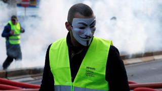 Αντλίες νερού και δακρυγόνα σε διαδήλωση των «κίτρινων γιλέκων» στις Βρυξέλλες