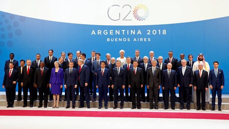 G20: Όλοι μαζί και ο Σαουδάραβας πρίγκιπας... μόνος του! Στην άκρη της φωτογραφίας λόγω Κασόγκι