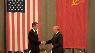 Τζορτζ Μπους: Το Περλ Χάρμπορ, η πτώση με μαχητικό και η Μπάρμπαρα