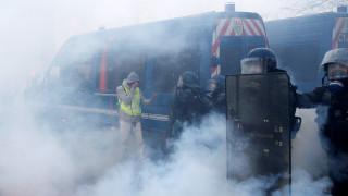 Παρίσι: Δεκάδες τραυματίες από τα επεισόδια αστυνομίας - «κίτρινων γιλέκων»