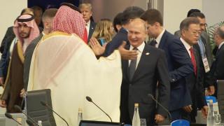 Χαμός στα social media από το high five Βλαντιμίρ Πούτιν - Μοχάμεντ μπιν Σαλμάν