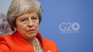 Brexit: Οι Εργατικοί πιέζουν την Μέι