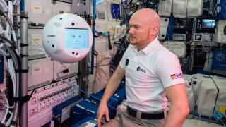 Ρομπότ και αστροναύτης τα 'πανε στο διάστημα