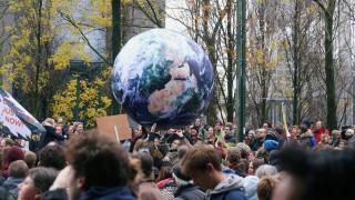 Χιλιάδες διαδηλωτές στις Βρυξέλλες για την αντιμετώπιση της κλιματικής αλλαγής