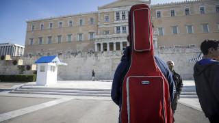 Συγκέντρωση διαμαρτυρίας στη Βουλή μαθητών μουσικών και καλλιτεχνικών σχολείων