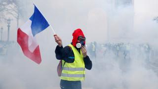 Κίτρινα γιλέκα: Το κίνημα που βάζει «φωτιά» στο Παρίσι