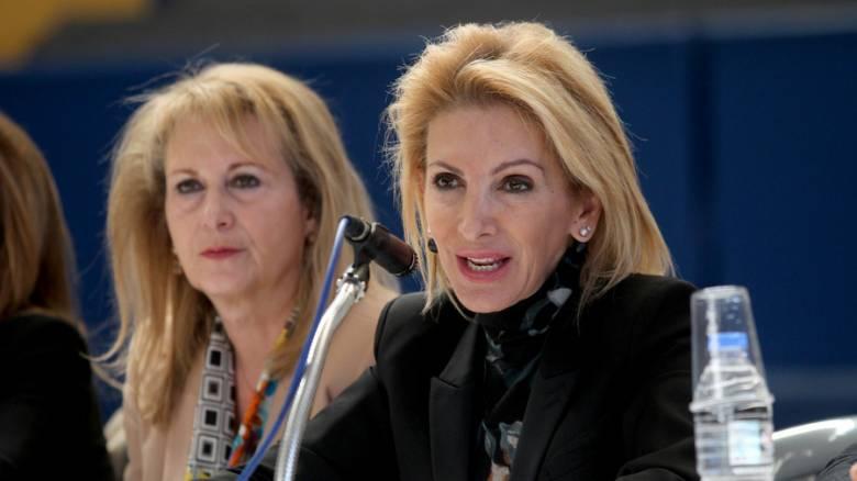 Ι. Καλαντζάκου: «Οι αγορές χτυπάνε τα νταούλια και εμείς χορεύουμε τον χορό της παρακμής»