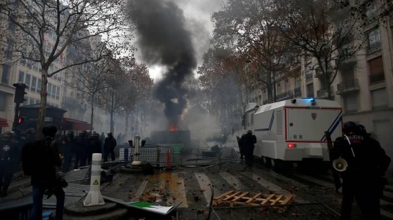 Γαλλία: Καταλήψεις σε λύκεια και συγκρούσεις με την αστυνομία για τα «κίτρινα γιλέκα»