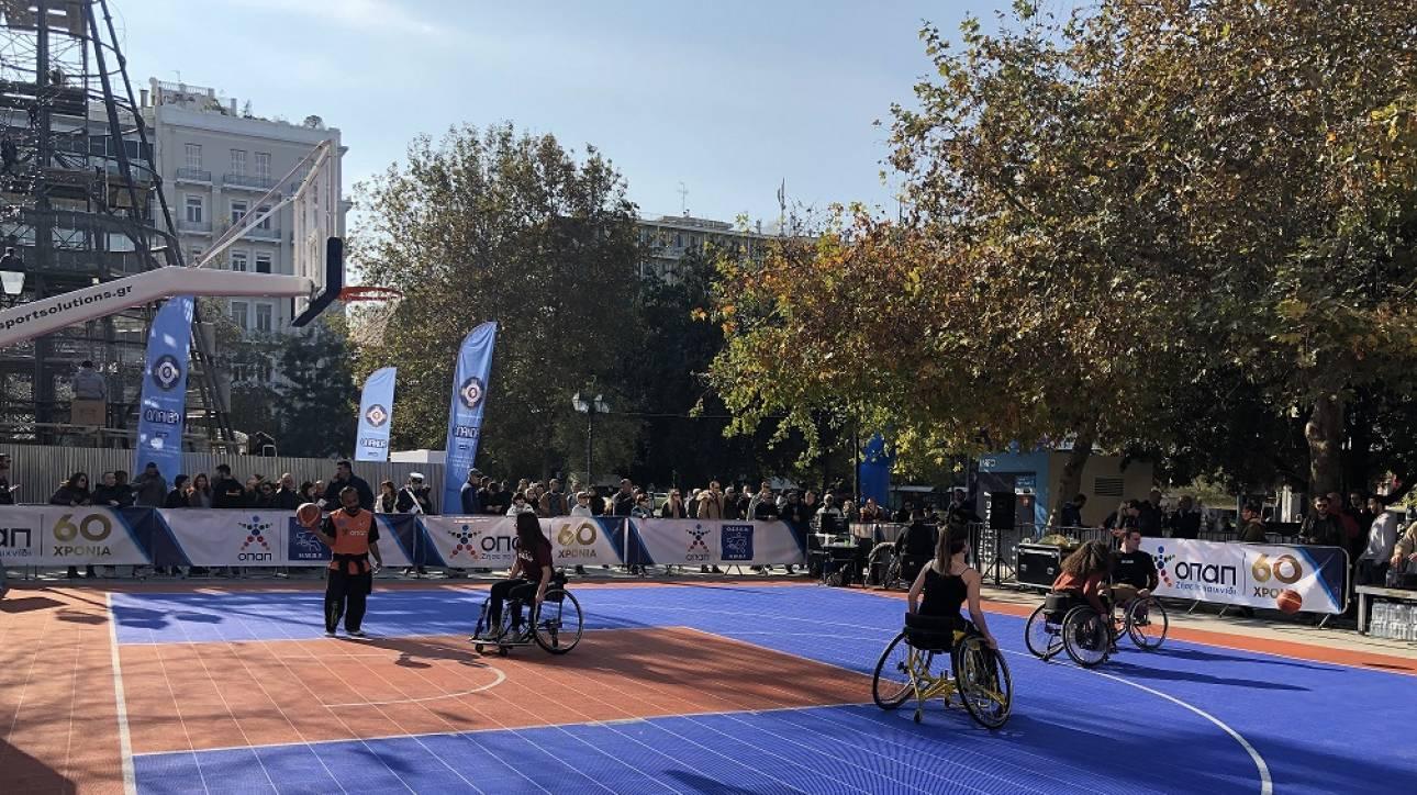 Η Πλατεία Συντάγματος μεταμορφώθηκε σε γήπεδο μπάσκετ από τον ΟΠΑΠ για το «2ο Ηοpe Streetball»