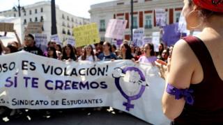 Ισπανία: Επικυρώθηκε η ποινή «χάδι» στην «Αγέλη των Λύκων» - Σάλος στη χώρα