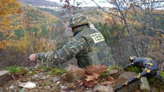 Εντυπωσιακά καρέ από τον εντοπισμό και την εξουδετέρωση εκρηκτικών από τον στρατό