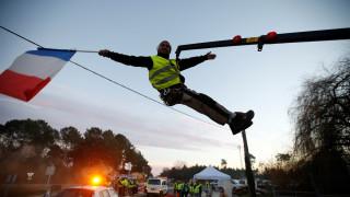 Τα κατάφεραν τα «κίτρινα γιλέκα»: Η Γαλλία ακυρώνει την αύξηση της φορολογίας στα καύσιμα