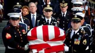 Το τελευταίο αντίο των ΗΠΑ στον Τζορτζ Μπους τον πρεσβύτερο