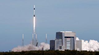 Καρέ - καρέ η εκτόξευση του σκάφους Dragon από τη Space X