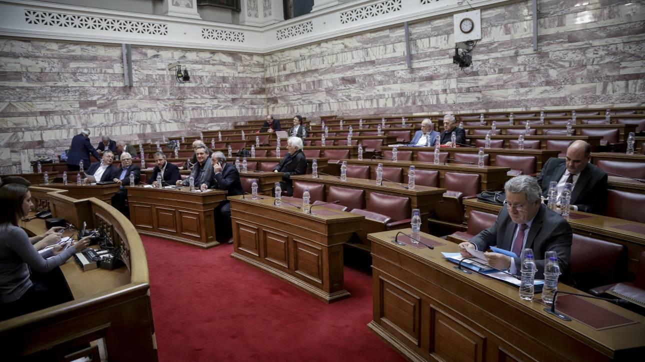 Συζητείται στη Βουλή η μη περικοπή των συντάξεων - Ψηφίζεται την Τρίτη