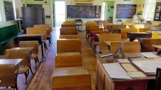 Κατέστρεψε παιδικό μύθο και έχασε τη δουλειά της: Γιατί απολύθηκε δασκάλα δημοτικού