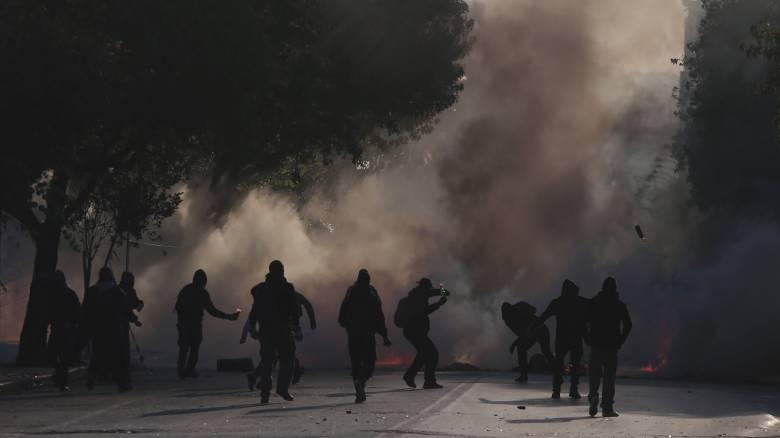 Επέτειος Γρηγορόπουλου: Προσαγωγές και συλλήψεις στην πορεία