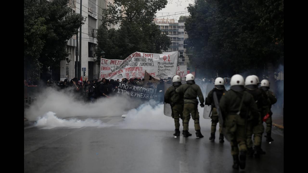 https://cdn.cnngreece.gr/media/news/2018/12/06/157348/photos/snapshot/2018-12-06T133725Z_766400923_RC1EC6F6B120_RTRMADP_3_GREECE-TEENAGER-ANNIVERSARY.JPG