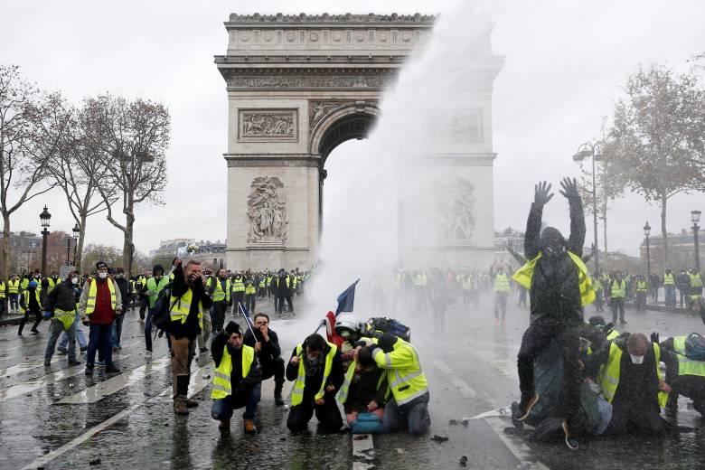 Γαλλία: 89.000 αστυνομικοί το Σάββατο για τα «κίτρινα γιλέκα» - Κλειστά μουσεία και καταστήματα