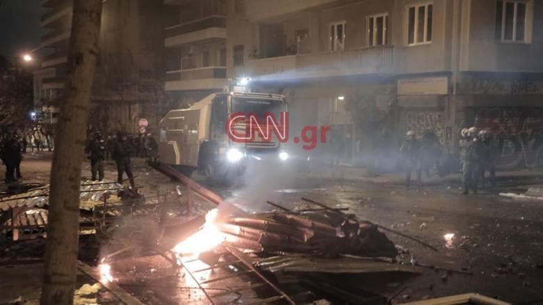Μολότοφ, χημικά και οδομαχίες: Σκηνές χάους σε Εξάρχεια και Θεσσαλονίκη