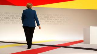 Γερμανία: Η Μέρκελ, οι δελφίνοι και το διακύβευμα της νέας ηγεσίας