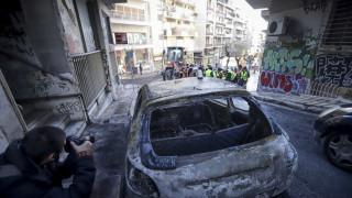 Καμένα αυτοκίνητα & καταστροφές: Η επόμενη μέρα των επεισοδίων στα Εξάρχεια