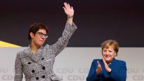 Ανεγκρέτ Κραμπ-Καρενμπάουερ: Μία «μίνι Μέρκελ» στη θέση Μέρκελ