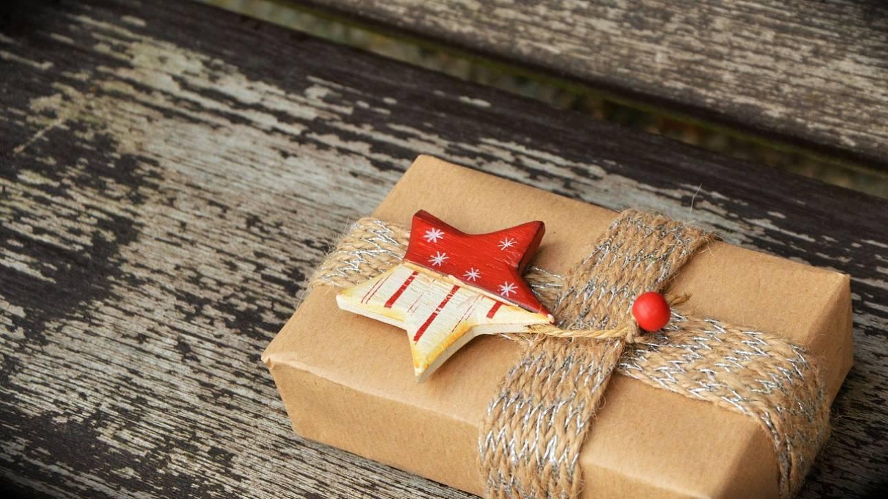 Άνοιξε χριστουγεννιάτικο δώρο της πρώην του… μετά από 47 χρόνια