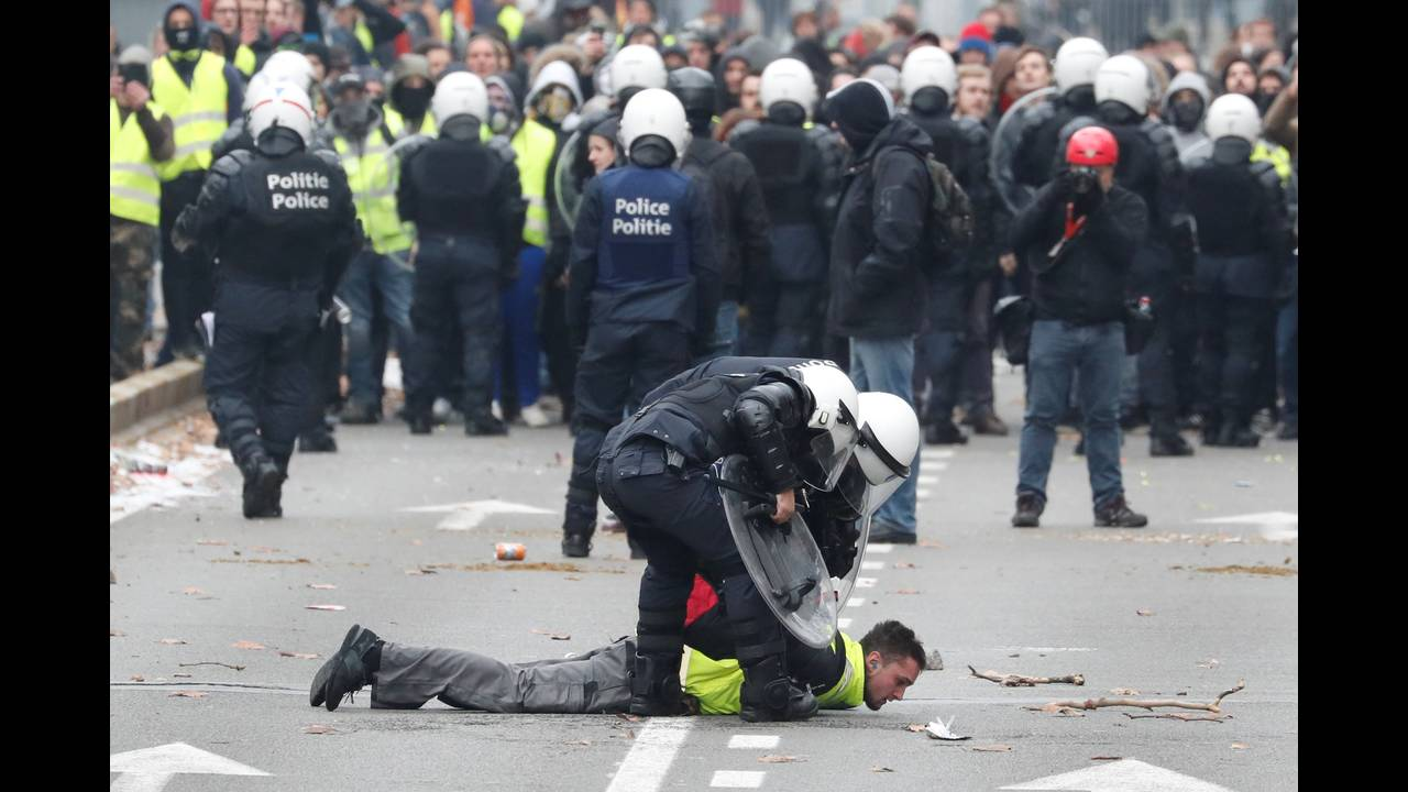https://cdn.cnngreece.gr/media/news/2018/12/08/157586/photos/snapshot/2018-12-08T134449Z_172116407_RC18122E3C00_RTRMADP_3_BELGIUM-PROTESTS.JPG