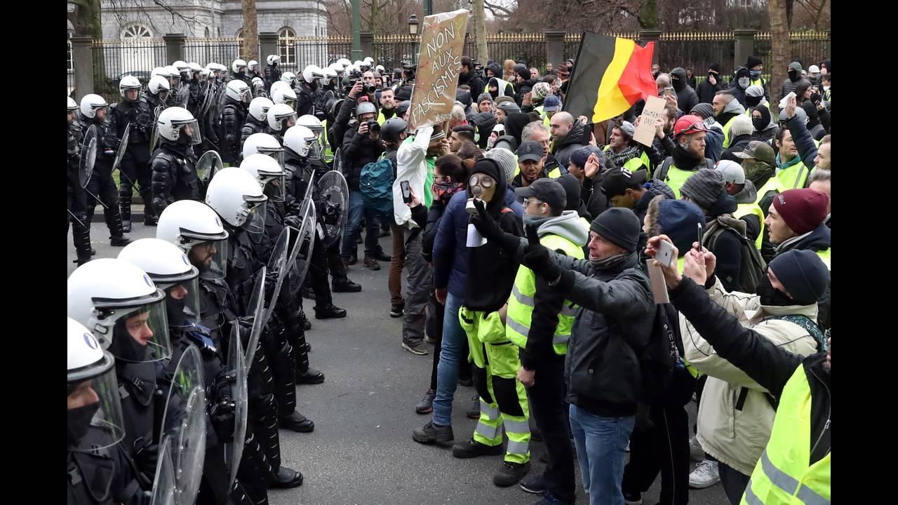 https://cdn.cnngreece.gr/media/news/2018/12/08/157586/photos/snapshot/2018-12-08T153703Z_419490950_RC1FD620A430_RTRMADP_3_BELGIUM-PROTESTS.JPG