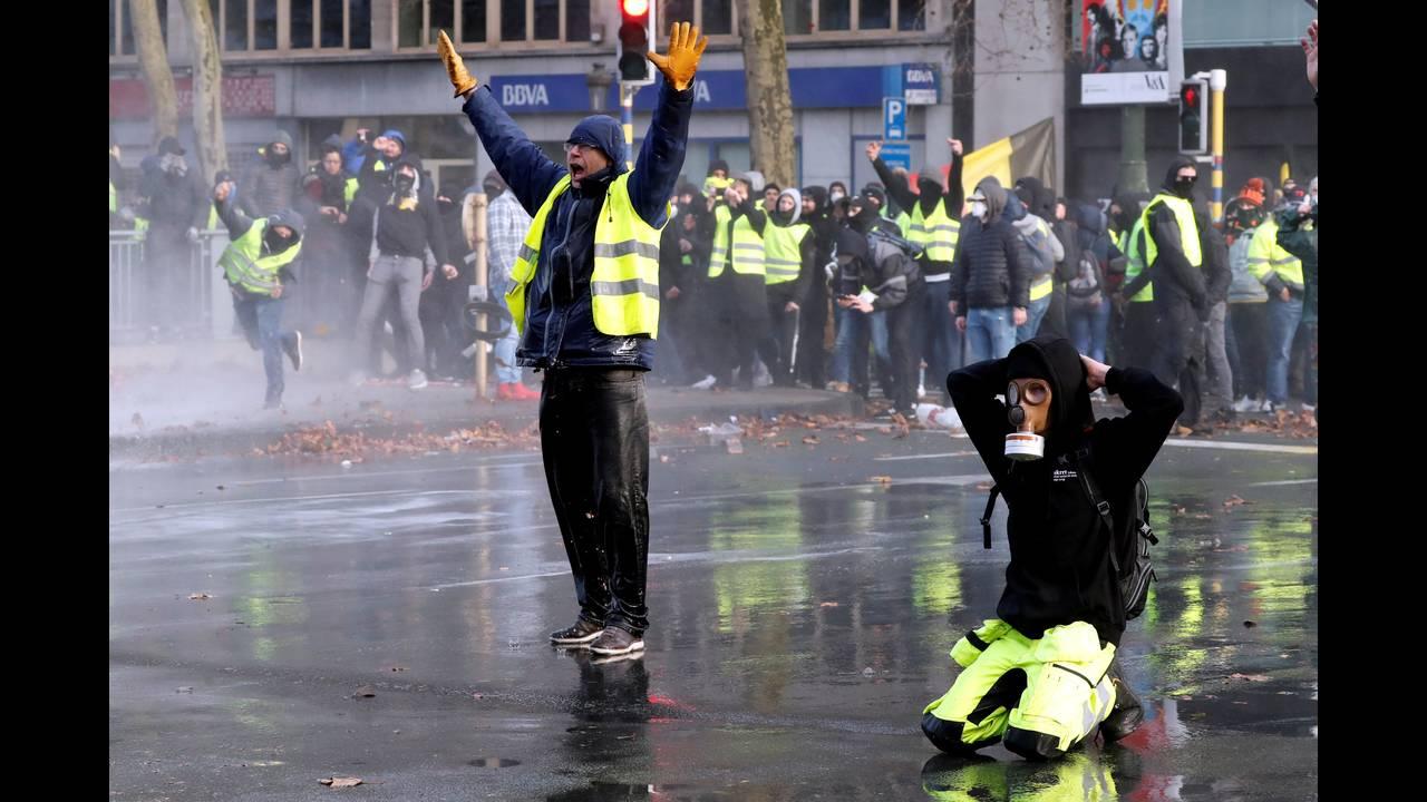 https://cdn.cnngreece.gr/media/news/2018/12/08/157586/photos/snapshot/2018-12-08T153753Z_818070171_RC1F54876AD0_RTRMADP_3_BELGIUM-PROTESTS.JPG