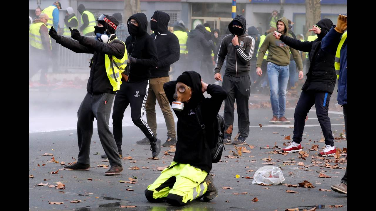 https://cdn.cnngreece.gr/media/news/2018/12/08/157586/photos/snapshot/2018-12-08T153809Z_1970526236_RC1745EC8F30_RTRMADP_3_BELGIUM-PROTESTS.JPG