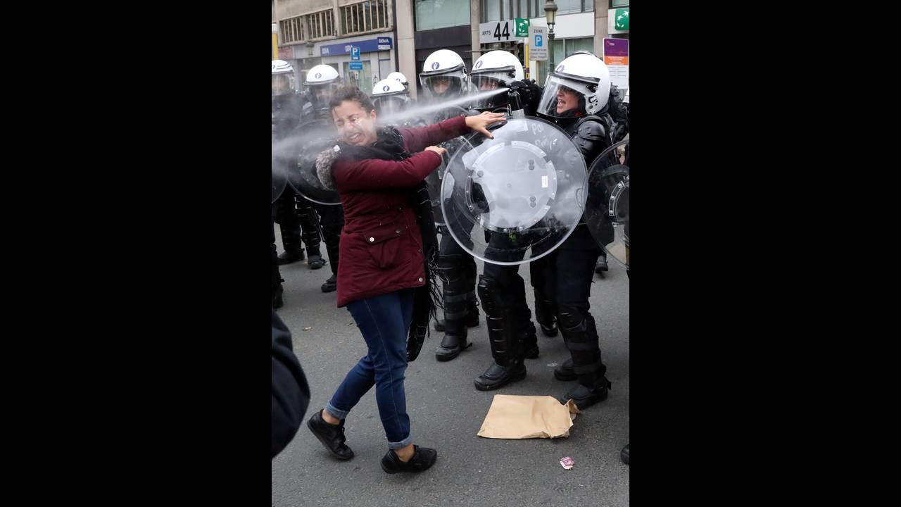 https://cdn.cnngreece.gr/media/news/2018/12/08/157586/photos/snapshot/2018-12-08T153813Z_2086455186_RC1A29883110_RTRMADP_3_BELGIUM-PROTESTS.JPG