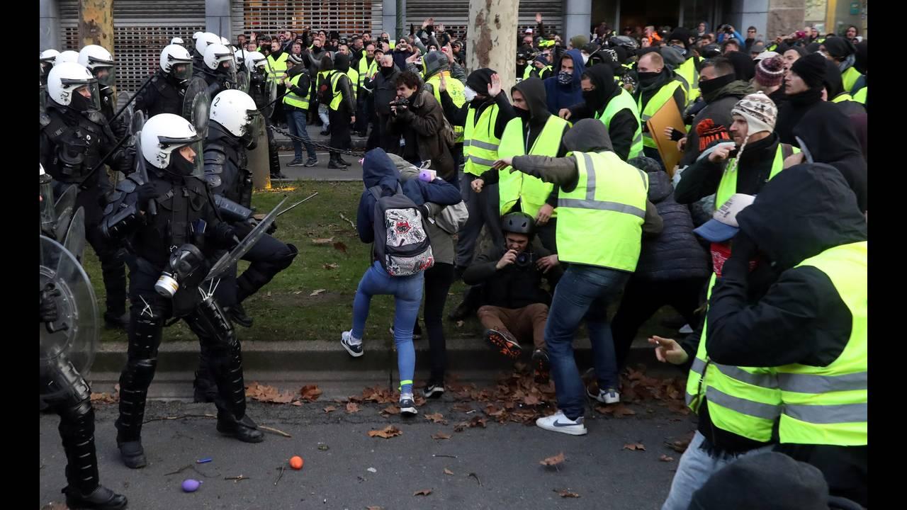 https://cdn.cnngreece.gr/media/news/2018/12/08/157586/photos/snapshot/2018-12-08T153819Z_61113917_RC1CB7F98440_RTRMADP_3_BELGIUM-PROTESTS.JPG