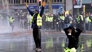 Πεδίο «μάχης» και οι Βρυξέλλες: Δακρυγόνα, αντλίες νερού και 400 συλλήψεις στα «κίτρινα γιλέκα»
