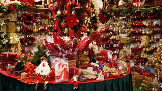 Εορταστικό ωράριο Χριστουγέννων: Πότε ξεκινά και ποιες Κυριακές είναι ανοιχτά τα καταστήματα
