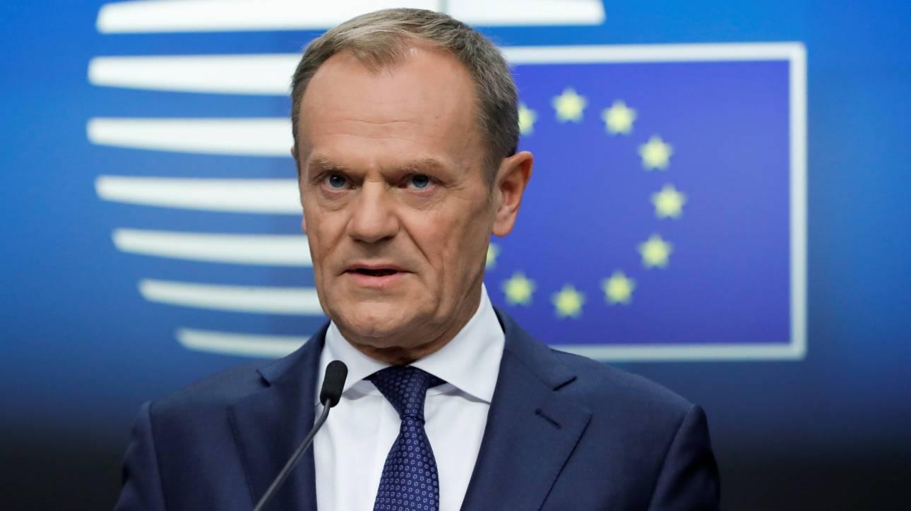 Έκτακτη Σύνοδο Κορυφής για το Brexit συγκαλεί την Πέμπτη ο Τουσκ