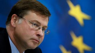 Ντομπρόφσκις: Η Κομισιόν παρακολουθεί τις επιπτώσεις που θα έχουν στον προϋπολογισμό τα μέτρα Μακρόν