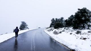 Καιρός: Χιονίζει στην Πάρνηθα - Δείτε live εικόνα - Ποιες περιοχές θα ντυθούν στα «λευκά»