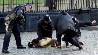 Συναγερμός στο Λονδίνο: Απόπειρα εισβολής άνδρα στο βρετανικό κοινοβούλιο