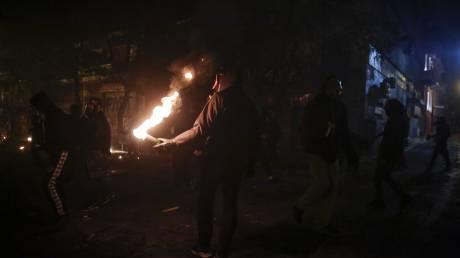 Βίντεο ντοκουμέντο από την επίθεση με μολότοφ στην έδρα των ΜΑΤ στην Καισαριανή