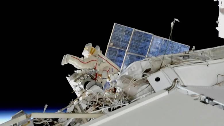 Σαμποτάζ στο Διάστημα;  Ανακάλυψαν μυστηριώδη τρύπα σε σκάφος στο Διεθνή Διαστημικό Σταθμό