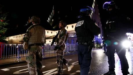 Επίθεση Στρασβούργο: Δεν επιβεβαιώνει τρομοκρατικά κίνητρα η Γαλλία