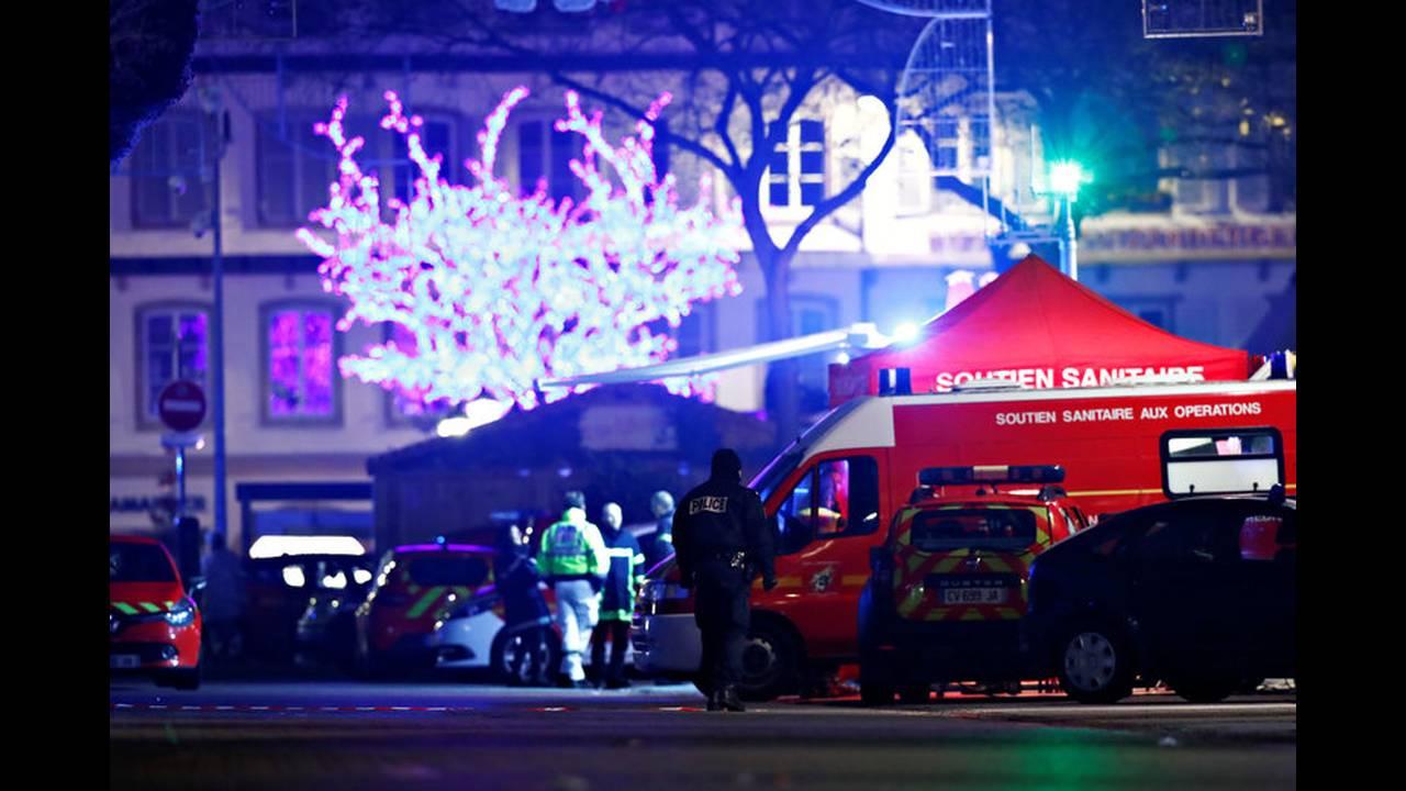 https://cdn.cnngreece.gr/media/news/2018/12/12/157993/photos/snapshot/2018-12-12T015210Z_421745252_RC11EABD8390_RTRMADP_3_FRANCE-SHOTS.jpg