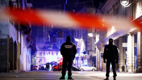Νύχτα τρόμου στο Στρασβούργο: Τρεις νεκροί από επίθεση ενόπλου σε χριστουγεννιάτικη αγορά