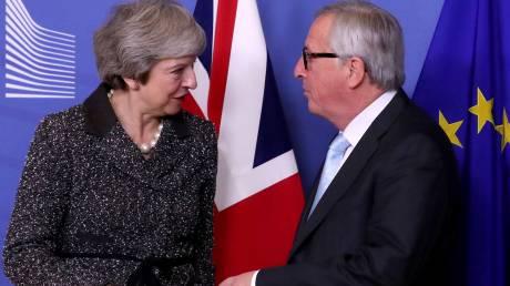 Ο Γιούνκερ άκουσε τις ανησυχίες της Μέι για το Brexit
